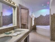 Cervo-181222-Signature Suite Bathroom