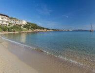 Club spiaggia di baja sardinia1