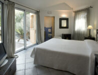 Iris bedroom-001