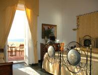 Las Tronas room 2