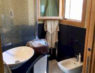 Palumbalza main bathroom 1